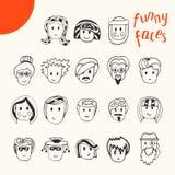 Colección divertida dibujada mano de las caras de la historieta Avatares del vector del garabato Fotos de archivo