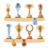 Colecciones del trofeo en el estante De oro, de bronce y medallistas de plata y tazas Premios del vector fijados libre illustration