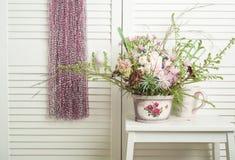 Colector ideal rosado con las flores Fotos de archivo