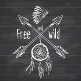 Colector ideal y flechas cruzadas, leyenda tribal en estilo indio con el headgeer tradicional dreamcatcher con las plumas de pája Fotos de archivo libres de regalías