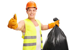 Colector inútil de los jóvenes que sostiene un bolso de basura Imagen de archivo libre de regalías