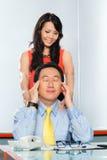 Colegas asiáticos que tienen asunto de oficina Imagen de archivo