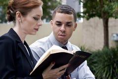 Colegas de trabalho do tempo da Bíblia fotografia de stock royalty free