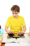 Colegial con el ordenador de la tableta Foto de archivo libre de regalías