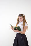 Colegiala con los vidrios sorprendida, libro de lectura Fotos de archivo