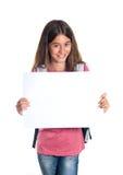 Colegiala que sostiene el papel en blanco Foto de archivo libre de regalías