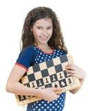 Colegiala sonriente con la tarjeta de ajedrez Imagenes de archivo