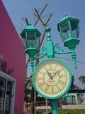 Colerful-Uhrlampe im fantastischen Park Lizenzfreie Stockbilder