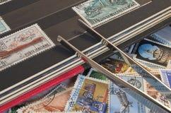 Coletando selos Fotos de Stock