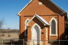 Coletor, Austrália - 18 de agosto de 2013: Igreja pequena na cidade rural de NSW do coletor fotos de stock