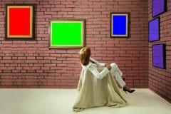Coletor da arte no museu Fotografia de Stock Royalty Free