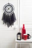 Coletor ideal preto com doilies feitos crochê Foto de Stock