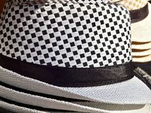 Coleup czarny i biały w kratkę kapelusz obrazy royalty free