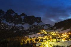 Colfosco在Badia,夜风景 库存图片