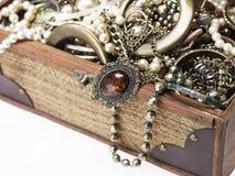 Colgante antiguo en el collar de plata Imagen de archivo