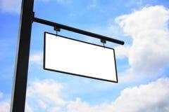 Colgante blanco en blanco vacío de la muestra al aire libre Imágenes de archivo libres de regalías