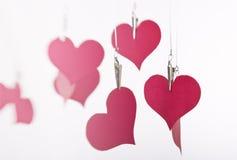 Colgante de papel de los corazones Imagenes de archivo