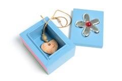 Colgante del corazón en rectángulo de regalo Imagen de archivo libre de regalías
