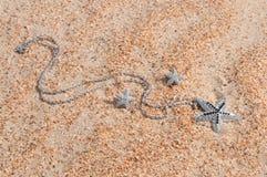 Colgante en arena de mar Foto de archivo libre de regalías