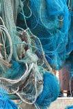 Colgante neto de la pesca profesional hacia fuera a secarse Imagenes de archivo