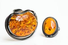 Colgante y anillo ambarinos Fotos de archivo