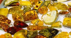 Colgantes ambarinos hechos a mano Imagen de archivo