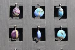 Colgantes de cristal para la ejecución de la venta de una tablilla de anuncios Fotos de archivo
