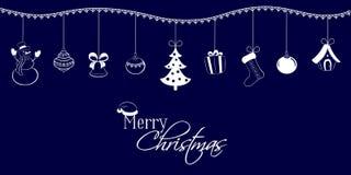 Colgantes de la Navidad en un fondo azul marino Muñeco de nieve, campana, bola, árbol, regalo, calcetín, casa del cuento de hadas Foto de archivo libre de regalías