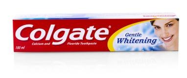 Colgate-tanddeeg op wit Colgate is een merk van tandpasta die door Colgate-Palmolive wordt veroorzaakt stock foto