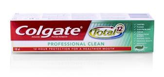 Colgate-tanddeeg op wit Colgate is een merk van tandpasta die door Colgate-Palmolive wordt veroorzaakt royalty-vrije stock foto
