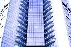 Colheita abstrata do arranha-céus moderno do escritório Imagem de Stock Royalty Free