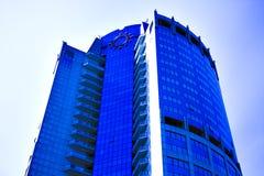 Colheita abstrata do arranha-céus moderno do escritório Foto de Stock
