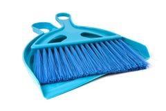 Colher azul para a poeira e a escova Imagens de Stock Royalty Free