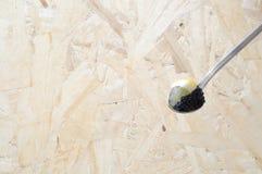 Colher com os ovos pretos do lumpfish Fotografia de Stock
