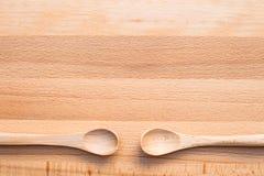 Colher de madeira no fundo de madeira Fotos de Stock Royalty Free