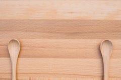 Colher de madeira no fundo de madeira Fotografia de Stock Royalty Free