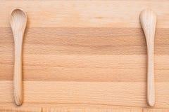 Colher de madeira no fundo de madeira Foto de Stock