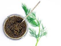 Colher de prata do vintage com o caviar preto do esturj?o no fundo branco Vista superior, configura??o lisa imagens de stock royalty free