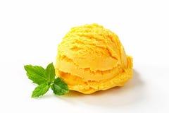 Colher do gelado amarelo Imagens de Stock Royalty Free