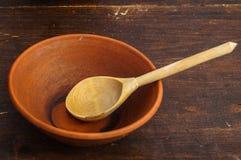 Colher e cerâmica de madeira Imagem de Stock Royalty Free