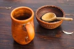 Colher e cerâmica de madeira Fotografia de Stock