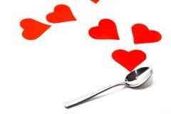 Colher e corações vermelhos isolados no fundo branco ` Do Valentim do St sday fotografia de stock royalty free
