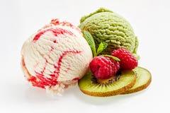 Colheres da baunilha e do Kiwi Ice Cream da framboesa Foto de Stock Royalty Free