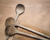 Colheres de cozimento de madeira Imagens de Stock