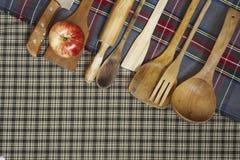 Colheres de madeira, cookware Fotos de Stock Royalty Free