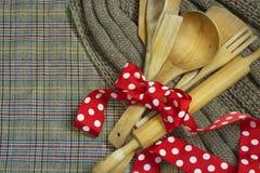 Colheres de madeira, cookware Imagens de Stock Royalty Free