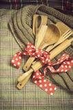 Colheres de madeira, cookware Fotografia de Stock