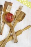 Colheres de madeira, cookware Foto de Stock Royalty Free
