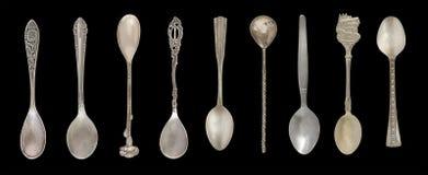 9 colheres do chá do vintage isoladas em um fundo preto Estilo rústico silverware imagens de stock royalty free