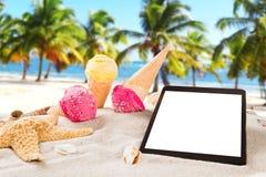 Colheres do gelado na praia Fotos de Stock